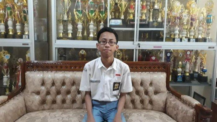 Siswa kelas XII Jurusan IPA 6 SMAN 4 Solo, Ananda Hafidh Rifai, saat ditemui TribunSolo.com di sekolahnya, Selasa (14/5/2019)