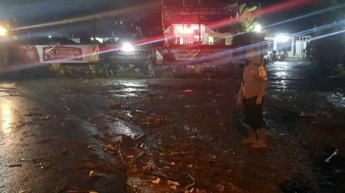 Terseret Arus Banjir di Sukabumi, 2 Penjual Roti Hilang Belum Ditemukan, Tim SAR Lakukan Pencarian