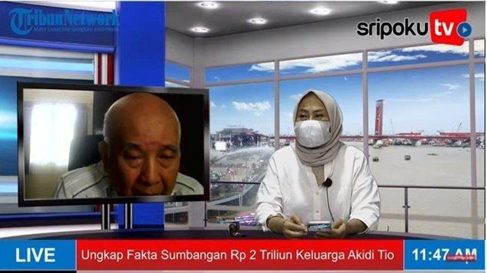 Kepala Newsroom Sriwijaya Post dan Tribun Sumsel Weny Ramdiastuti saat memawancarai dokter keluarga Prof dr Hardi Darmawan, Selasa (27/7/2021).
