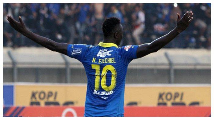 Kalahkan Kalteng Putra, Ezechiel NDouassel Harus Menepi setelah Sumbang 1 Gol untuk Persib Bandung
