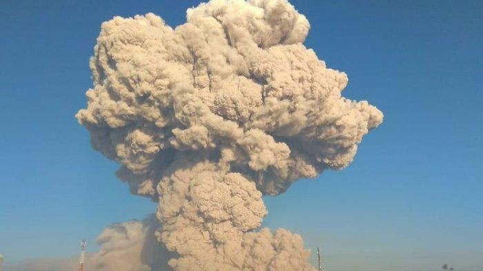 Gunung Sinabung yang berada di Kabupaten Karo, Sumatera Utara mengalami erupsi pada Selasa (2/3/2021) pagi.