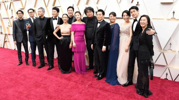 Sutradara dan Pemain film Parasite di Red Carpet Oscar 2020 yang dihelat di Dolby Theatre Hollywood, Los Angeles, Senin (10/2/2020).