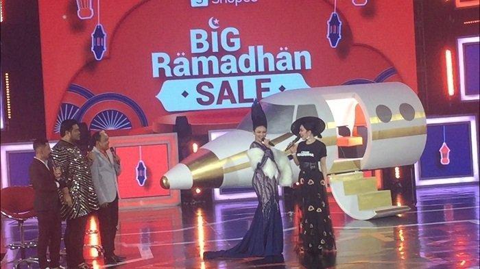 Syahrini, Rina Nose, Ivan Gunawan dan Wendy Cagur satu panggung di acara Shopee Big Ramadhan Sale, Kamis (23/5/2019).
