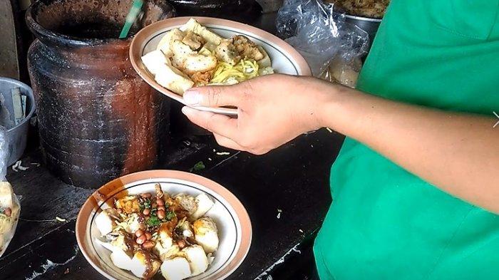 Menikmati Kuliner Legendaris Tahu Kupat Pak Gombloh Solo yang Jadi Langganan Gatot Nurmantyo