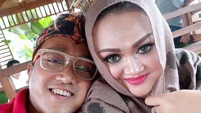 Teddy Pardiyana dan mendiang Lina Jubaedah.