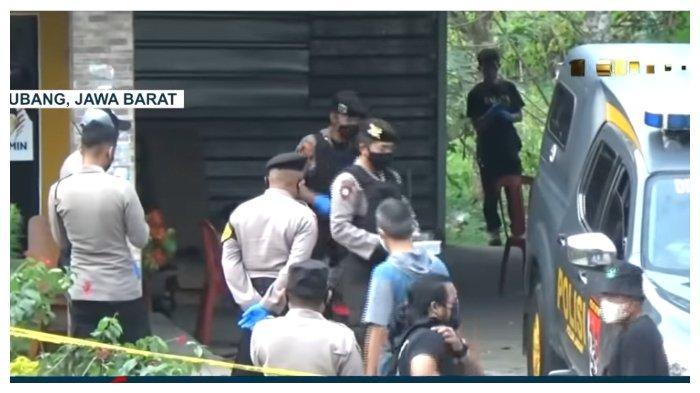 Momen polisi melakukan olah TKP ulang di tempat penemuan jasad ibu dan anak di Subang, Jawa Barat. Suami korban mengaku mencurigai sosok Mr X yang diyakini sebagai pelaku pembunuhan sadis itu.