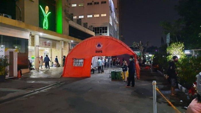 Penampakan Tenda Darurat di Depan IGD RSUD Kota Bekasi, Terjadi Penumpukan Pasien karena Covid-19