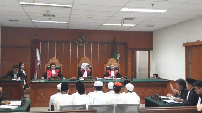 10 Terdakwa Rusuh 22 Mei di Petamburan Divonis 4 Bulan Penjara, Keluarga Menangis Bahagia