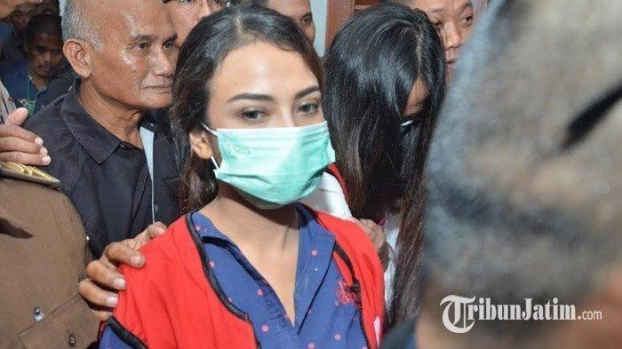 Dituntut JPU 6 Bulan Penjara, Vanessa Angel Terdiam dan Lesu