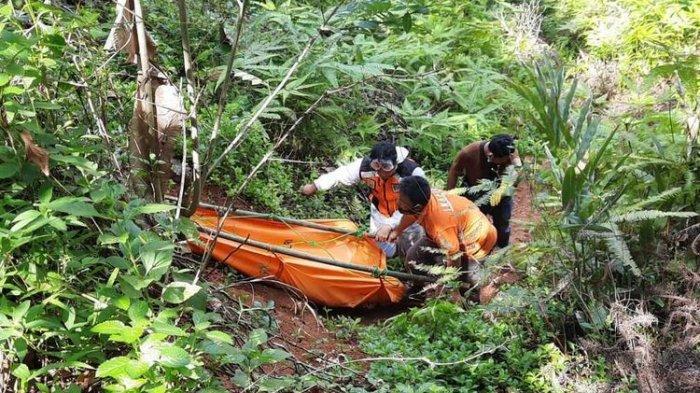 Tim Inafis Satreskrim Polresta Tasikmalaya bersama TNI, BPBD dan warga setempat mengevakuasi temuan mayat yang dimakan kerumunan biawak di Sungai Citanduy bagian Bendungan Leuwi Keris, Kabupaten Tasikmalaya, Jumat (20/11/2020).