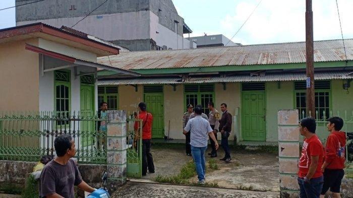 TKP dugaan pembunuhan ibu dan anak di Swakarya Palembang.