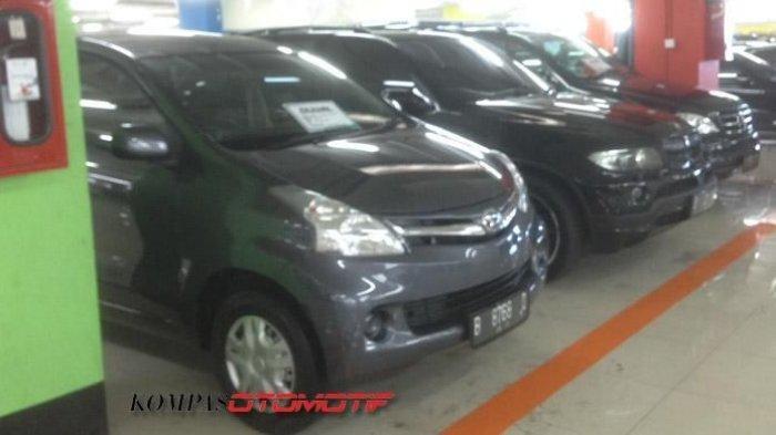Toyota Avanza di pasar mobil bekas MGK Kemayoran.