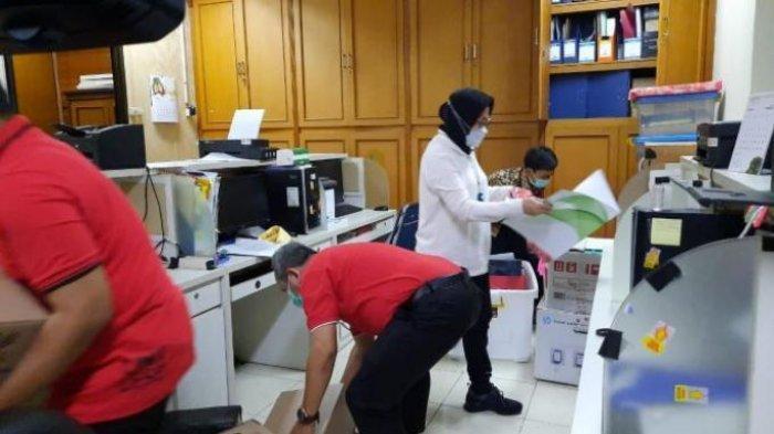 Tri Rismaharini melakukan inspeksi mendadak (sidak) di Kantor Kementerian Sosial, Salemba, pada hari kedua masuk kerja pascalibur Lebaran, Selasa (18/5/2021).