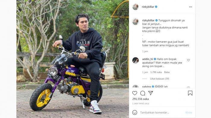 Rizky Billar unggah potretnya saat menaiki motor mini, Rabu (21/7/2021).