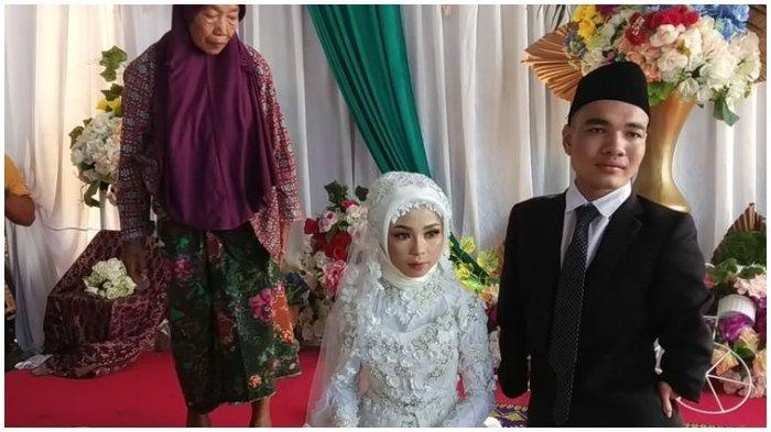 Berawal dari Medsos, Pasangan Asal Lombok Tengah Ini Putuskan Nikah setelah Berkenalan selama 4 Hari