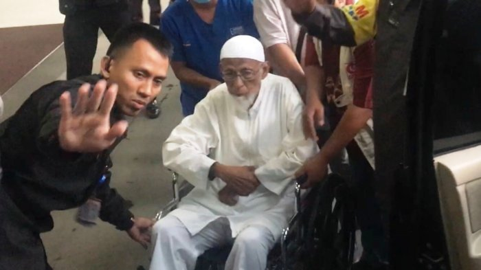 Ustadz Abu Bakar Baasyir usai menjalani cek kesehatan di RSCM Jakarta Pusat, Kamis (1/3/2018).