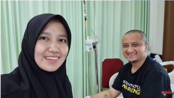 Ustaz Yusuf Mansur dan istri, Siti Maemunah saat berada di rumah sakit, Kamis (22/7/2021). Ustaz Yusuf Mansur kabarkan kondisi kesehatannya yang mulai membaik dengan cepat.