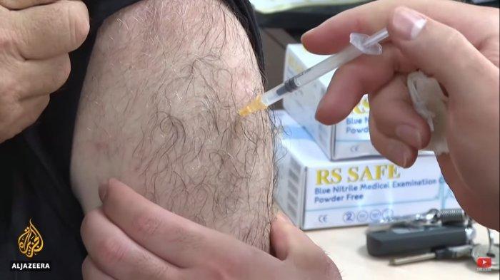Vaksinasi di Israel untuk penduduk berusia di atas 60 tahun.