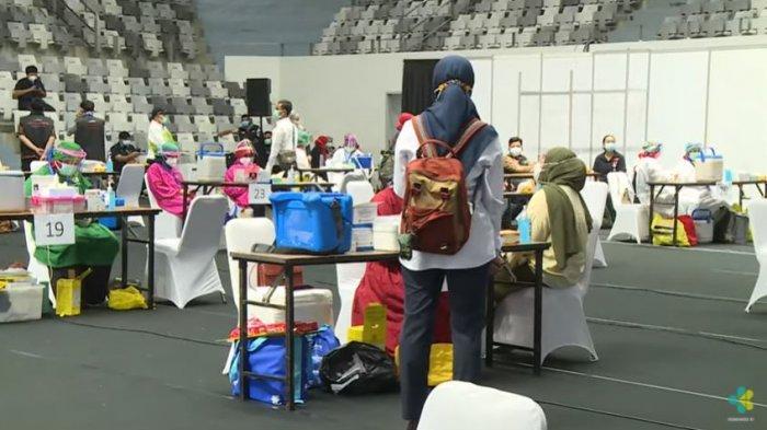 Vaksinasi massal Covid-19 di Istora Senayan, Jakarta, Kamis (4/2/2021).