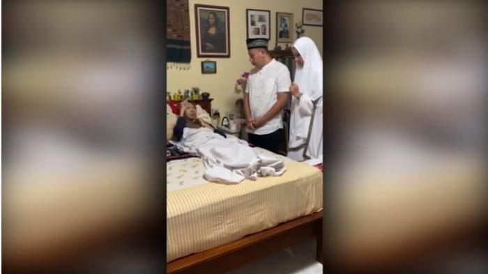 Vicky Prasetyo menerima wejangan dari ibunda Kalina Ocktaranny, Mama Een, Rabu (27/1/2021).