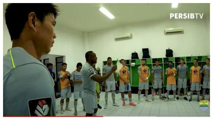 Video Momen saat kapten tim Victor Igbonefo Pompa Semangat Skuad Persib Bandung sebelum laga melawan Persita Tangerang di Stadion Maguwoharjo, Sleman, Senin (29/3/2021).