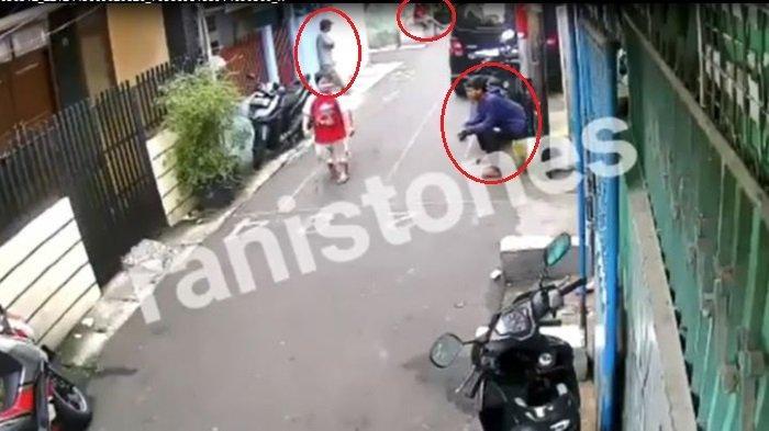Viral di Instagram Detik-detik Komplotan Remaja Curi Sepeda Motor, Intai di Gang yang Ramai Warga