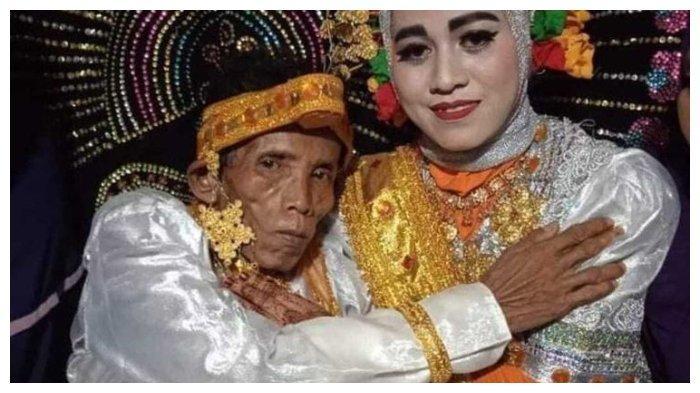 Viral pernikahan Bora (58) dan sang istri, Ira Fazilah (19).