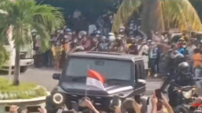 Viral video kunjungan Presiden Joko Widodo (Jokowi) di Maumere, Sikka, NTT menimbukan kerumunan massa, Selasa (23/2/2021).