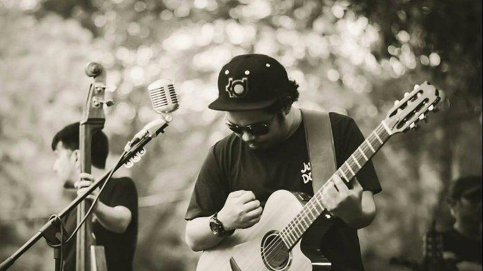 Kunci (Chord) Gitar, Lirik Lagu 'Mari Bercerita' Payung Teduh ft Ichamalia, 'Tiba-tiba Kau Terdiam'