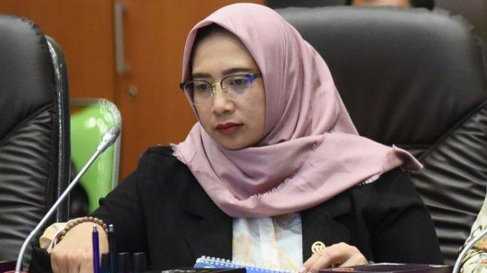 Wakil Ketua Komisi IX DPR Nihayatul Wafiroh saat rapat kerja secara virtual dengan Menteri Kesehatan, Menteri Ketenagakerjaan, Kepala Gugus Tugas Percepatan Penanganan Covid-19, dan Kepala Badan Perlindungan Pekerja Migran Indonesia, Kamis (2/4/2020).