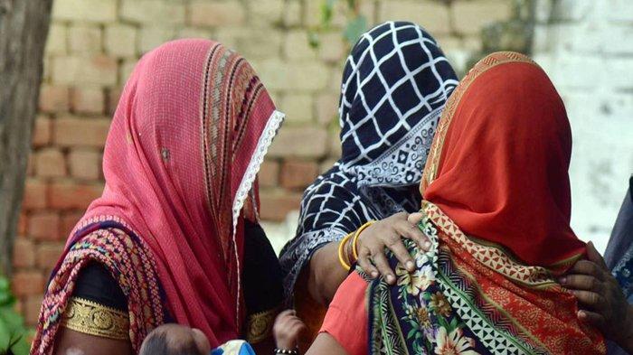 Wanita kaum Dalit India.  Menurut peneliti Jayshree Mangubhai, setiap harinya ada 10 wanita Dalit diperkosa.