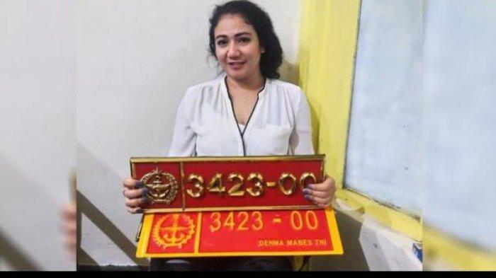Sosok Wanita yang Viral Pamer Mobil Dinas Berpelat Nomor TNI Palsu, Lihat Tampangnya saat Ditangkap