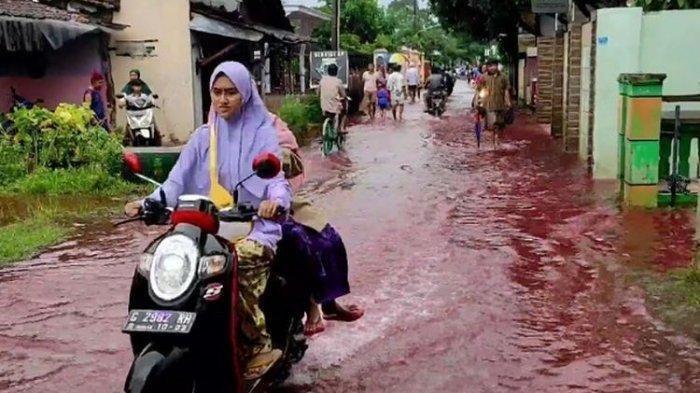 Banjir Warna Merah di Pekalongan Gegerkan Warga, sang Lurah Cari Pelaku Pembuang Obat Sisa Batik