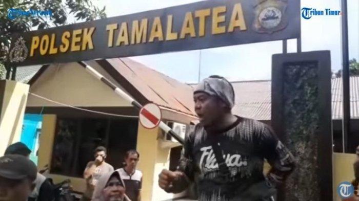 Warga Ujungtanah, Kelurahan Tamanroya, Kecamatan Tamalatea, Kabupaten Jeneponto, Sulawesi Selatan, menggeruduk Mapolsek Tamalatea, Sabtu (20/3/2021). Masyarakat ingin mengetahui apakah pelaku pengrusakan perahu nelayan benar-benar ditahan.