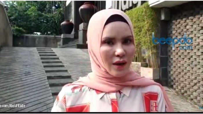 Artis Angel Lelga menuturkan pengumpulan bukti-bukti yang digunakan untuk menjebloskan mantan suaminya Vicky Prasetyo ke dalam penjara, Rabu (8/7/2020).