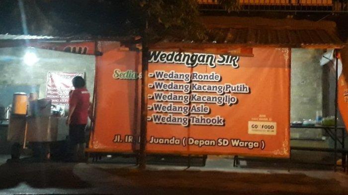 'Wedangan Sik' di Jalan Ir. H. Juanda, Sewu, Jebres atau tepat di depan SD Warga.