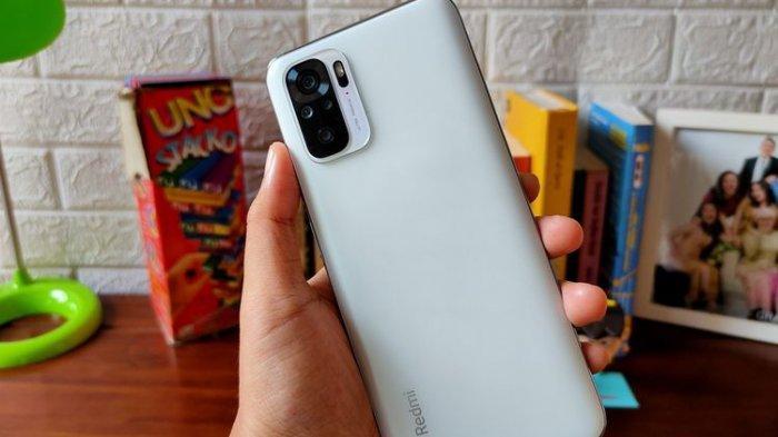Xiaomi Redmi Note 10 dibekali dengan empat kamera belakang, kamera utamanya bersensor 48 MP.