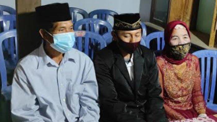 Yainem, nenek 76 tahun nikahi pemuda 29 tahun bernama Jamhar Ali Nursahid warga Desa Mrayan, Kecamatan Ngrayun, Ponorogo, Jawa Timur, Jumat (27/11/2020).