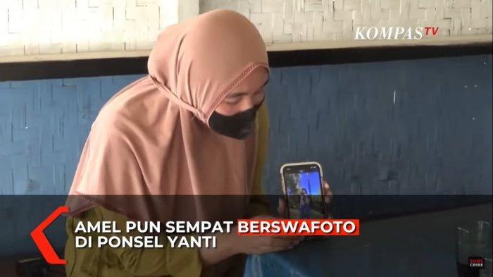 Yanti Jubaedah (25) saat menunjukkan foto Amalia Mustika Ratu (23) pada Sabtu (19/9/2021).