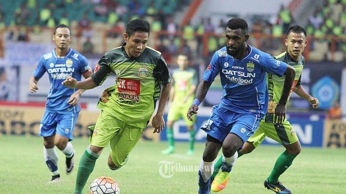 Yanto Basna saat masih memperkuat Persib Bandung