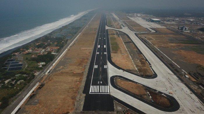 Penampakan landasan pacu di Yogyakarta International Airport (YIA)