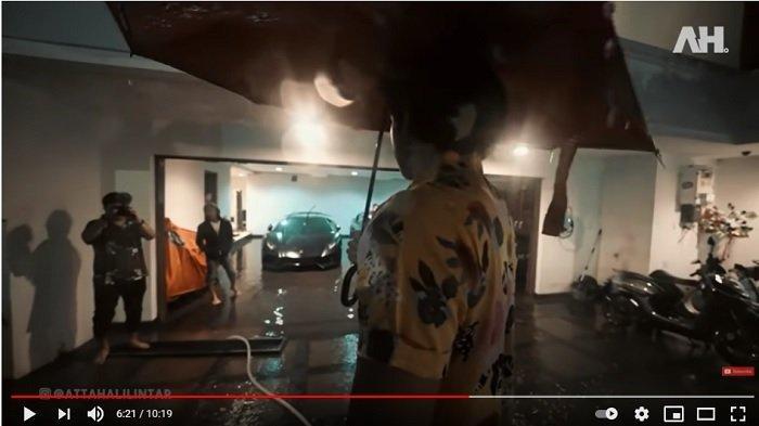 YouTuber Atta Halilintar terkena dampak banjir yang melanda DKI Jakarta.
