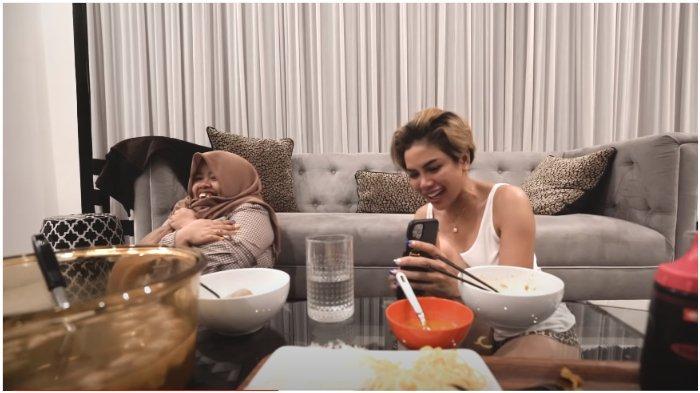 YouTuber Rahmawati Kekeyi Putri Cantikka terkejut saat ditontonkan film dewasa oleh Nikita Mirzani.