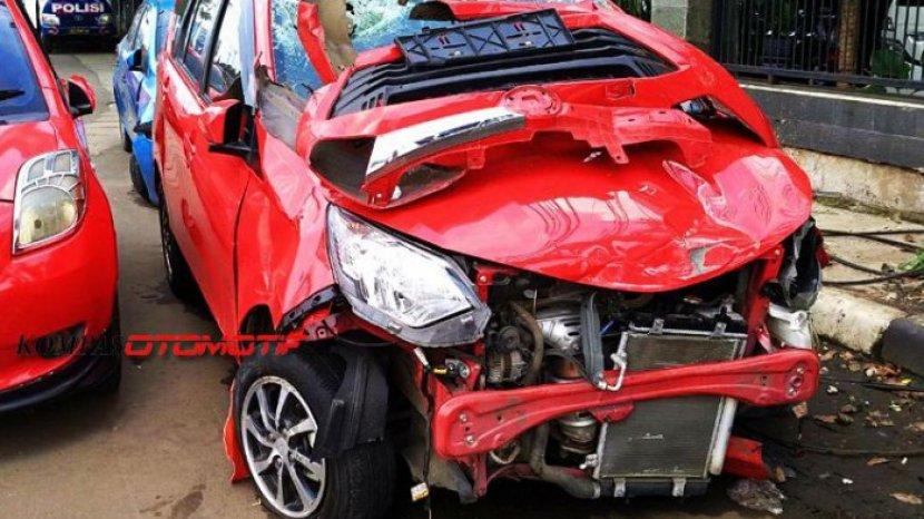 ilustrasi-kecelakaan-tabrakan-mobil-di-jakarta_20180108_202022.jpg