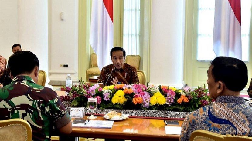 presiden-jokowi-rapat-asian-para-games-2018_20180907_120413.jpg