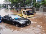 banjir-jakarta-sejumlah-kendaraan-terjebak-banjir-di-jalan-buncit-raya-pejaten-jakarta-selatan.jpg