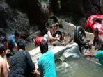 evakuasi-korban-kecelakaan-yang-sempat-hilang-di-di-kabupaten-minahasa-selatan-sulawesi-utara.jpg