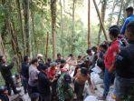 foto-foto-evakuasi-korban-longsor-di-bakan-1.jpg