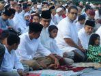 gubernur-dki-jakarta-terpilih-anies-baswedan-bersama-keluarga-melaksanakan-salat-id_20170625_075912.jpg