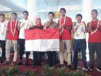 gubernur-jawa-timur-khofifah-indar-dan-wagub-emil-elestianto-dardak-bertemu-timnas-u-22-indonesia.jpg